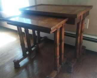Hetitage nesting tables