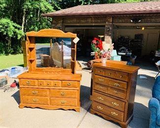 Broyhill Oak bedroom furniture