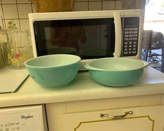 Vintage Pyrex turquiouse bowls good condition