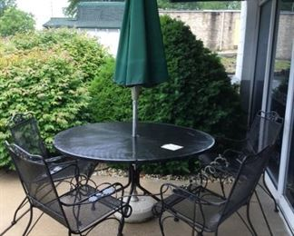 Woodward wrought iron table; vintage 4 Crown Leisure wrought iron chairs (1900-1950)