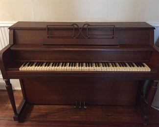 Hobart M. Cable Spinet Piano