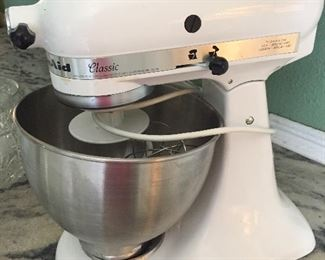 KitchenAid Classic Stand Mixer (Great Condition)