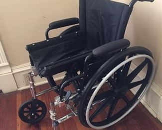 Drive Medical Viper Wheelchair w/ Swing Away Footrests