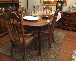 Pine dining table with 6 chairs and one leaf