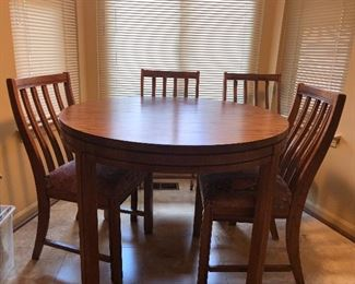 Table with 6 chairs and 3 leaves