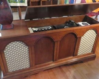 Penncrest Record Player & Radio (works)