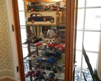 OAK MIRRORED DISPLAY CASE WITH MODEL CARS