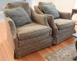 COMFY CHAIRS