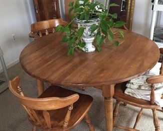 "Oak 60"" round table with 2 leaves and table pads and 4 chairs"