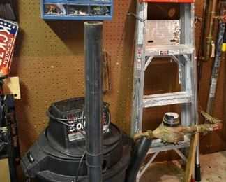 SHOP VAC, LADDER