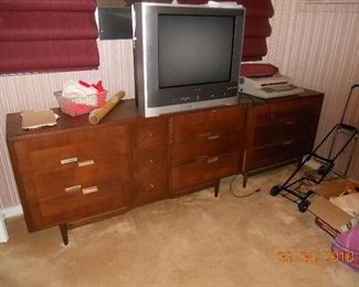 MCM Long Dresser and Matching End Table (1of 2)