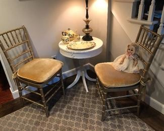 ACCENT CHAIRS & TABLES