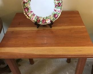 Prussia cake plate on stand, rectangle table