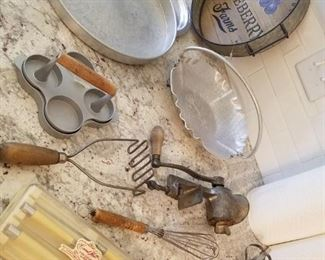Lots of nice vintage utensils and kitchenware.