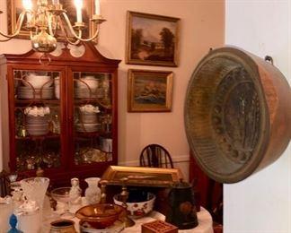 Porcelain, glassware & collectibles