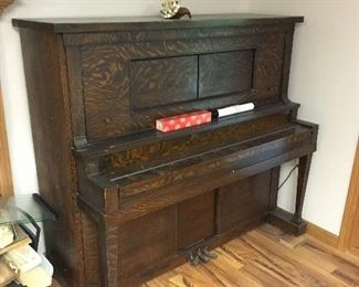Working Player Piano with 100+ Rolls
