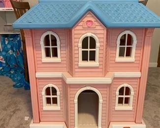 LITTLE TYKES DOLL HOUSE