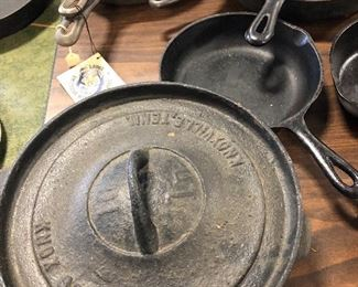 Knox Stove works cast iron pot with lid