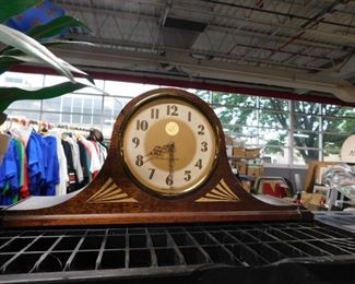 Plymouth electric mantle clock works