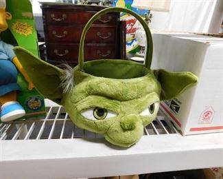 Star Wars Yoda plush bucket with handle
