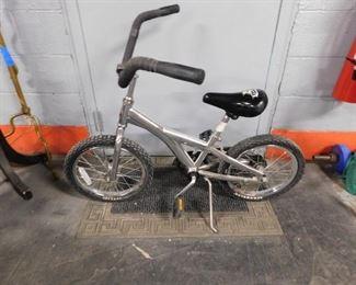 """Schwinn Scrambler Metallic Silver bike 16"""""""