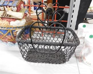 Black metal apple themed basket with wooden handle