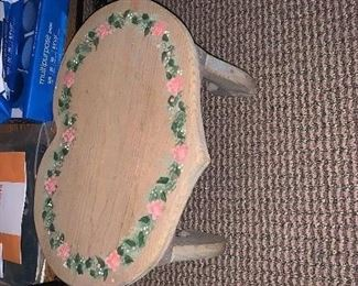 Pedestal painted table