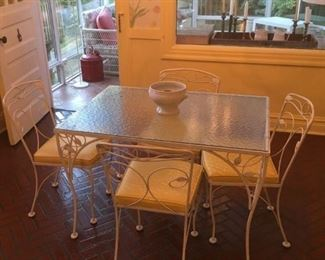 breakfast room/garden glass table and chairs