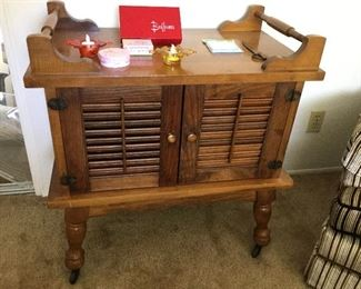 End table, side table, occasional table