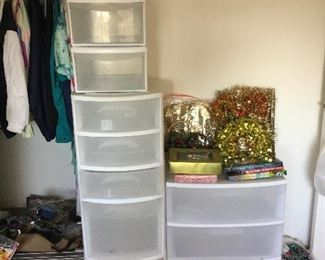 Even more storage in the seasonal room