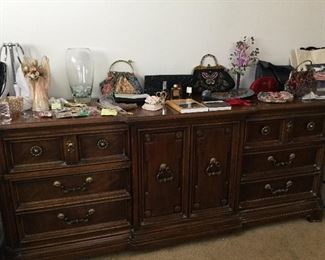 Davis Co dresser, so freakin nice