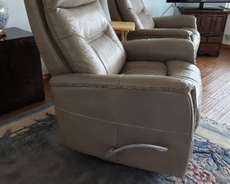 4 matching leather rocker recliner swivel