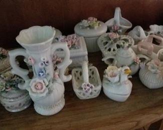 Decorative vases https://ctbids.com/#!/description/share/216019