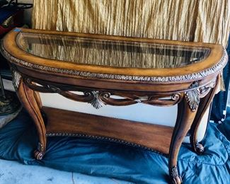Sofa table https://ctbids.com/#!/description/share/214255