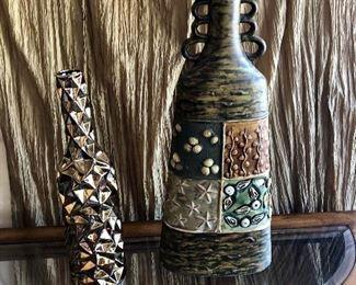 2 Tall Vases https://ctbids.com/#!/description/share/214241