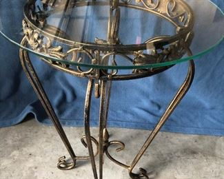 Table and Footstool https://ctbids.com/#!/description/share/214242