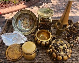 Lot of decorative pieces https://ctbids.com/#!/description/share/214245