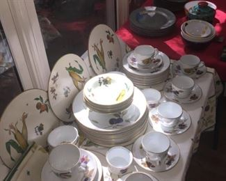 Evesham China. Set includes table linens, placemats, and table cloth
