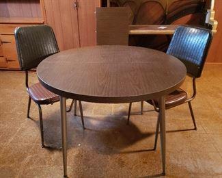 Vintage Table & Chairs https://ctbids.com/#!/description/share/216052