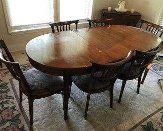 Mid Century Dining Table - 2 leaves and 6 chairs $ 360.00