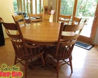 Beautiful Solid Oak Dining Table with 6 chairs - all excellent condition