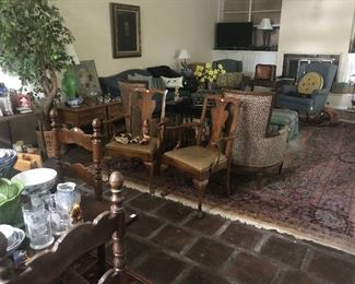 Living Room packed with wonderful items!