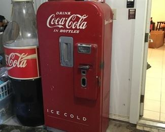 Wonderful old Coke machine, this is a barrel style, or Straight-vend model that seems to be complete. It's excellent Decour as it sits, or it would make a great project for someone who wanted to do a full functional restoration.