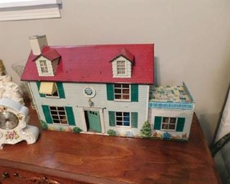 1 0f 2 Metal Doll Houses with furniture