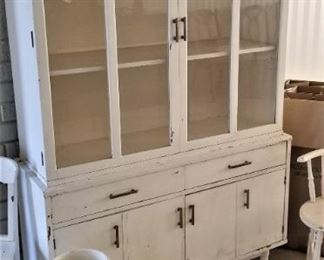Great mid-century display cabinet.  Use it for a bar, or to display your vintage Pyrex collection - it's a beauty!