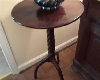 Pedestal candlestick table with tripod base