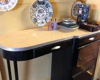 Cute Art Deco Make-up table & chair