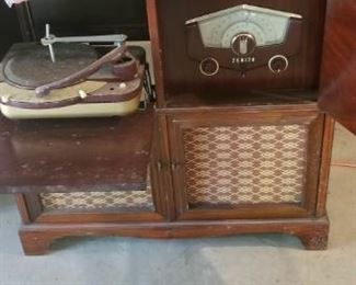 ANTIQUE ZENITH STEREO/TURNTABLE