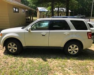 2012 FORD ESCAPE 4CYL, 2WD, 60K MILES.   BEEN GARAGED.  SMALL DENT IN REAR, RADIO DOESNT WORK