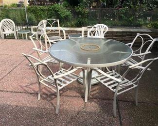 2801 Patio Round Tablemin